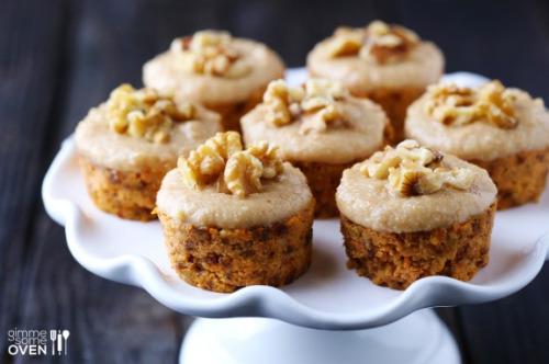 happy-tofu: RAW CARROT CAKE WITH CASHEW VANILLA FROSTING 1