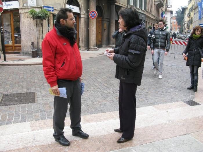 TRENTO - 12.03.2011 - TAVOLO INFORMATIVO SULLA VIVISEZIONE 170