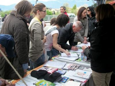 14.04.2012 - BOLZANO - TAVOLO INFORMATIVO CONTRO LA CACCIA E SULL'ALIMENTAZIONE VEGANA 59