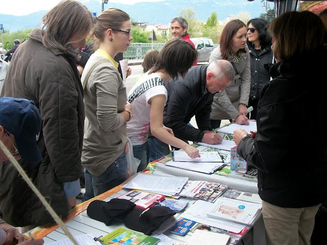 14.04.2012 - BOLZANO - TAVOLO INFORMATIVO CONTRO LA CACCIA E SULL'ALIMENTAZIONE VEGANA 148
