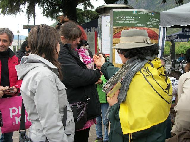 14.04.2012 - BOLZANO - TAVOLO INFORMATIVO CONTRO LA CACCIA E SULL'ALIMENTAZIONE VEGANA 149