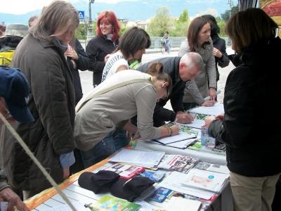 14.04.2012 - BOLZANO - TAVOLO INFORMATIVO CONTRO LA CACCIA E SULL'ALIMENTAZIONE VEGANA 61