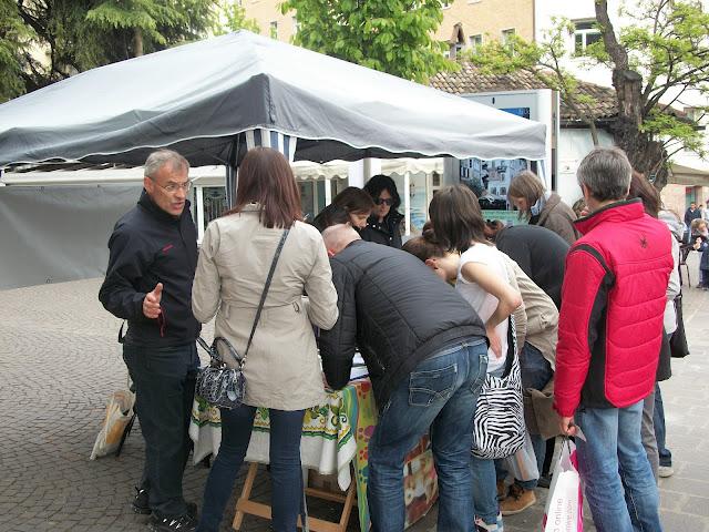 14.04.2012 - BOLZANO - TAVOLO INFORMATIVO CONTRO LA CACCIA E SULL'ALIMENTAZIONE VEGANA 152