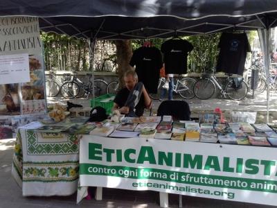01.06.2014 TAVOLO INFORMATIVO - ARCO TN ALLA FESTA VEG DEGLI ANIMALI 21