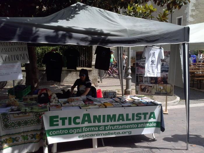 01.06.2014 TAVOLO INFORMATIVO - ARCO TN ALLA FESTA VEG DEGLI ANIMALI 88