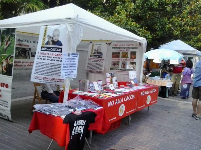 01.06.2014 TAVOLO INFORMATIVO - ARCO TN ALLA FESTA VEG DEGLI ANIMALI 97