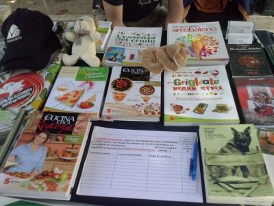01.06.2014 TAVOLO INFORMATIVO - ARCO TN ALLA FESTA VEG DEGLI ANIMALI 14