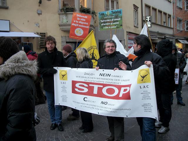 Bolzano 04.02.2012 manifestazione contro lo sfruttamento degli animali 305
