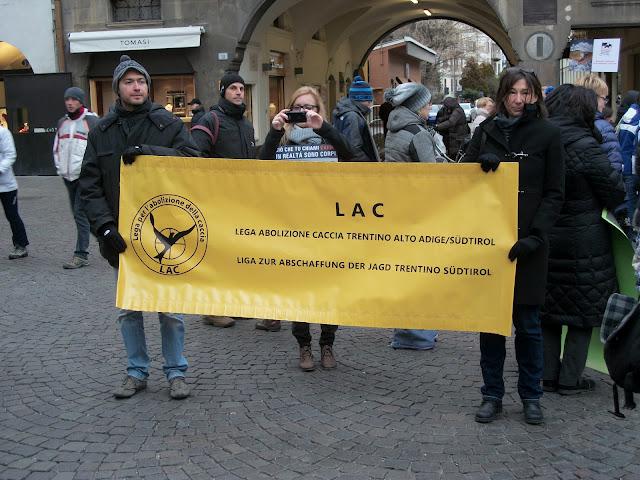 Bolzano 04.02.2012 manifestazione contro lo sfruttamento degli animali 309