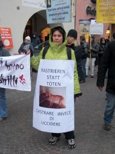 Bolzano 04.02.2012 manifestazione contro lo sfruttamento degli animali 140