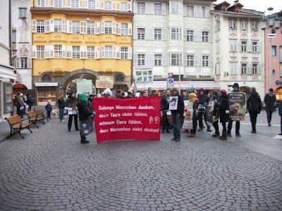 Bolzano 04.02.2012 manifestazione contro lo sfruttamento degli animali 148