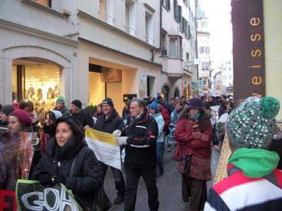 Bolzano 04.02.2012 manifestazione contro lo sfruttamento degli animali 150