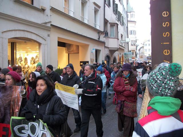 Bolzano 04.02.2012 manifestazione contro lo sfruttamento degli animali 320