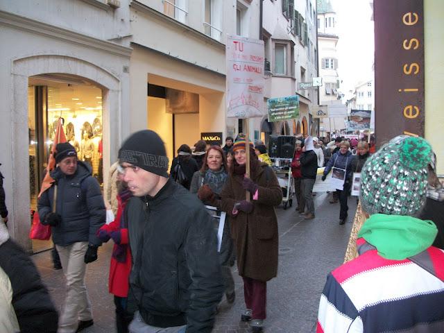 Bolzano 04.02.2012 manifestazione contro lo sfruttamento degli animali 325