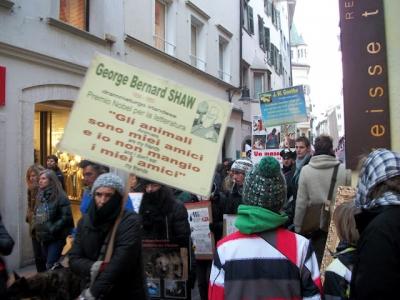 Bolzano 04.02.2012 manifestazione contro lo sfruttamento degli animali 111