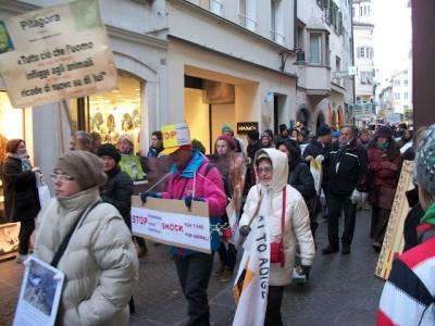 Bolzano 04.02.2012 manifestazione contro lo sfruttamento degli animali 118