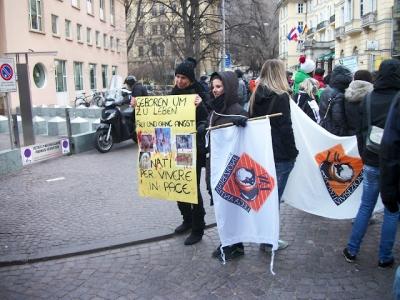 Bolzano 04.02.2012 manifestazione contro lo sfruttamento degli animali 119