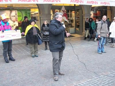 Bolzano 04.02.2012 manifestazione contro lo sfruttamento degli animali 120