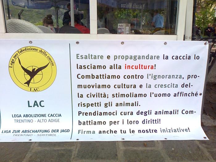 14.04.2012 - BOLZANO - TAVOLO INFORMATIVO CONTRO LA CACCIA E SULL'ALIMENTAZIONE VEGANA 123