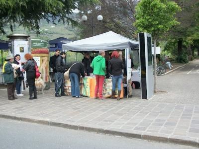 14.04.2012 - BOLZANO - TAVOLO INFORMATIVO CONTRO LA CACCIA E SULL'ALIMENTAZIONE VEGANA 69