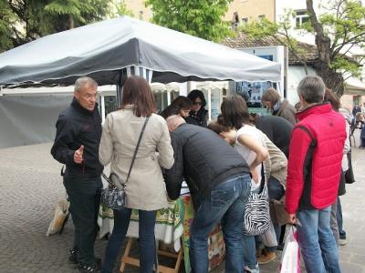 14.04.2012 - BOLZANO - TAVOLO INFORMATIVO CONTRO LA CACCIA E SULL'ALIMENTAZIONE VEGANA 75