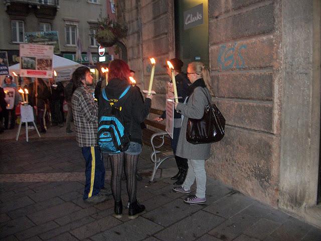03 dicembre 2011 Trento fiaccolata per denunciare lo sterminio degli animali nel periodo natalizio (e non solo!) 217