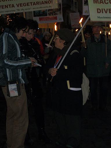 03 dicembre 2011 Trento fiaccolata per denunciare lo sterminio degli animali nel periodo natalizio (e non solo!) 221