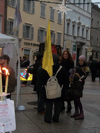 03 dicembre 2011 Trento fiaccolata per denunciare lo sterminio degli animali nel periodo natalizio (e non solo!) 230