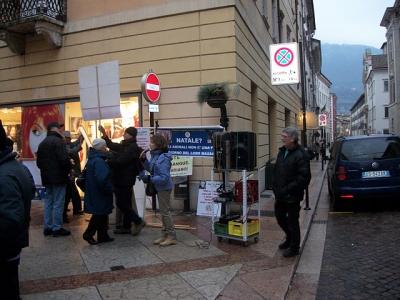 03 dicembre 2011 Trento fiaccolata per denunciare lo sterminio degli animali nel periodo natalizio (e non solo!) 69