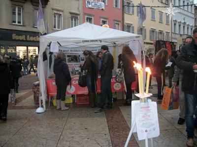 03 dicembre 2011 Trento fiaccolata per denunciare lo sterminio degli animali nel periodo natalizio (e non solo!) 78