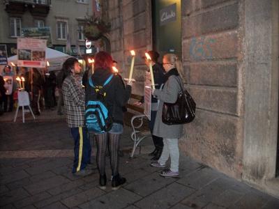 03 dicembre 2011 Trento fiaccolata per denunciare lo sterminio degli animali nel periodo natalizio (e non solo!) 80