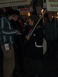 03 dicembre 2011 Trento fiaccolata per denunciare lo sterminio degli animali nel periodo natalizio (e non solo!) 92