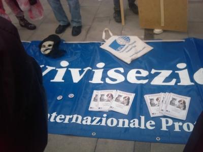 MANIFESTAZIONE CONTRO LA VIVISEZIONE - MILANO 5 marzo 2011 58