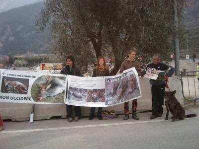 Riva del Garda 26.03 - Sit-in contro la fiera della caccia e della pesca 33