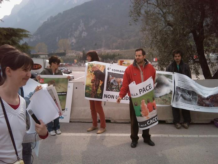 Riva del Garda 26.03 - Sit-in contro la fiera della caccia e della pesca 82