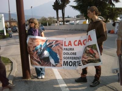 Riva del Garda 26.03 - Sit-in contro la fiera della caccia e della pesca 1