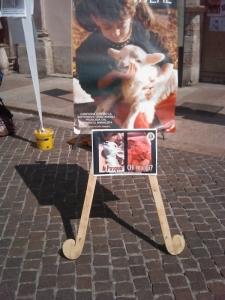 16 aprile 2011 - TAVOLO INFORMATIVO SU MASSACRO AGNELLI E CAPRETTI PERIODO PASQUALE 40