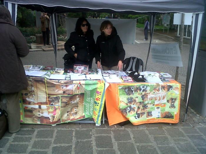 14.04.2012 - BOLZANO - TAVOLO INFORMATIVO CONTRO LA CACCIA E SULL'ALIMENTAZIONE VEGANA 142
