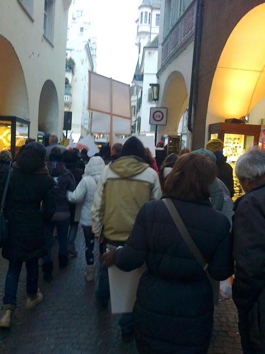 Bolzano 04.02.2012 manifestazione contro lo sfruttamento degli animali 330