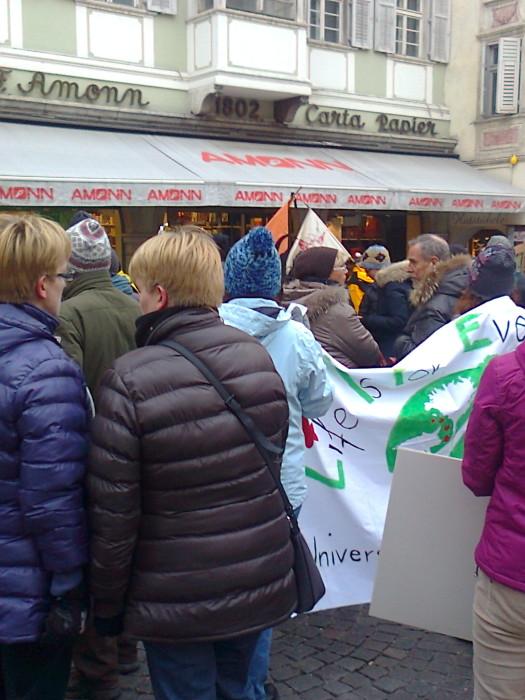 Bolzano 04.02.2012 manifestazione contro lo sfruttamento degli animali 332