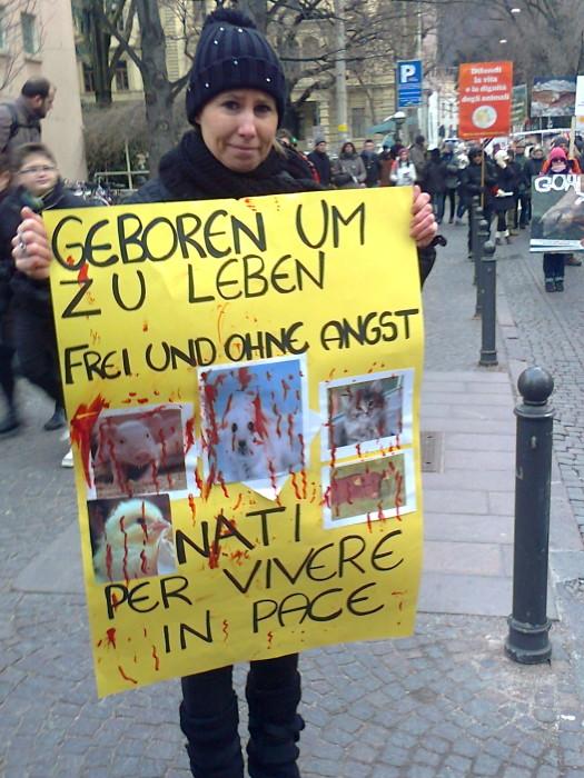 Bolzano 04.02.2012 manifestazione contro lo sfruttamento degli animali 336