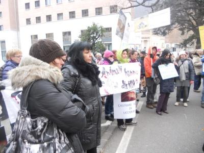 Bolzano 04.02.2012 manifestazione contro lo sfruttamento degli animali 170