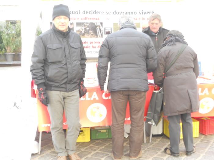 Bolzano 04.02.2012 manifestazione contro lo sfruttamento degli animali 180