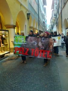 Bolzano 04.02.2012 manifestazione contro lo sfruttamento degli animali 12
