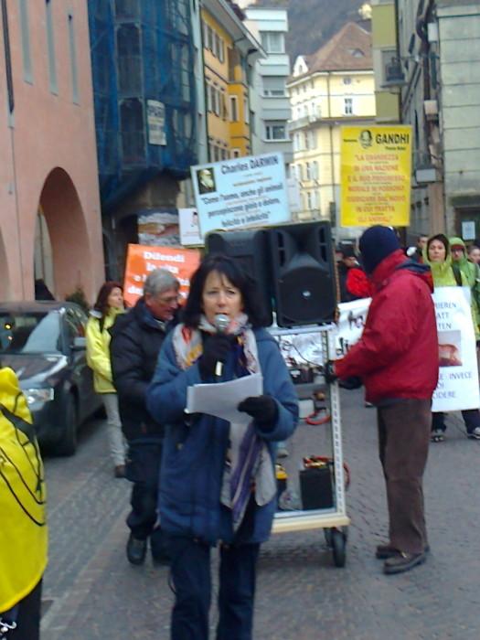 Bolzano 04.02.2012 manifestazione contro lo sfruttamento degli animali 199
