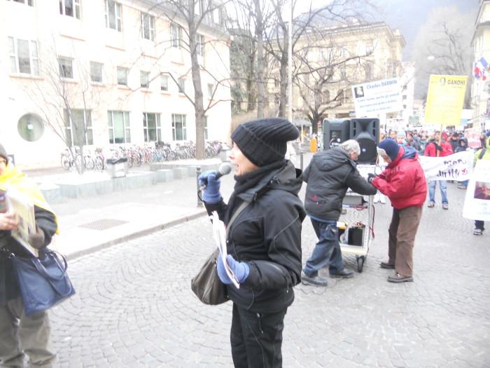 Bolzano 04.02.2012 manifestazione contro lo sfruttamento degli animali 200