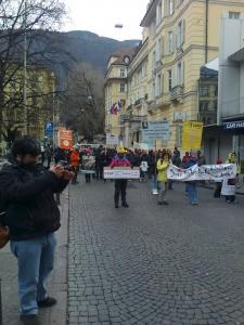 Bolzano 04.02.2012 manifestazione contro lo sfruttamento degli animali 31
