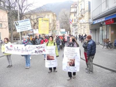 Bolzano 04.02.2012 manifestazione contro lo sfruttamento degli animali 32