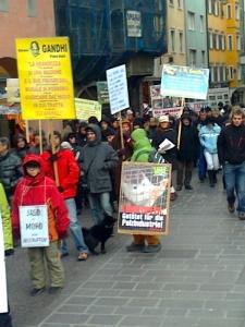 Bolzano 04.02.2012 manifestazione contro lo sfruttamento degli animali 48