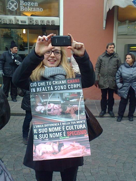 Bolzano 04.02.2012 manifestazione contro lo sfruttamento degli animali 222